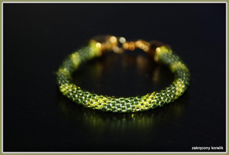Wężowa bransoletka w odcieniach zieleni