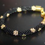 Bransoletka wężowa szydełkowo koralikowa czarno-złota