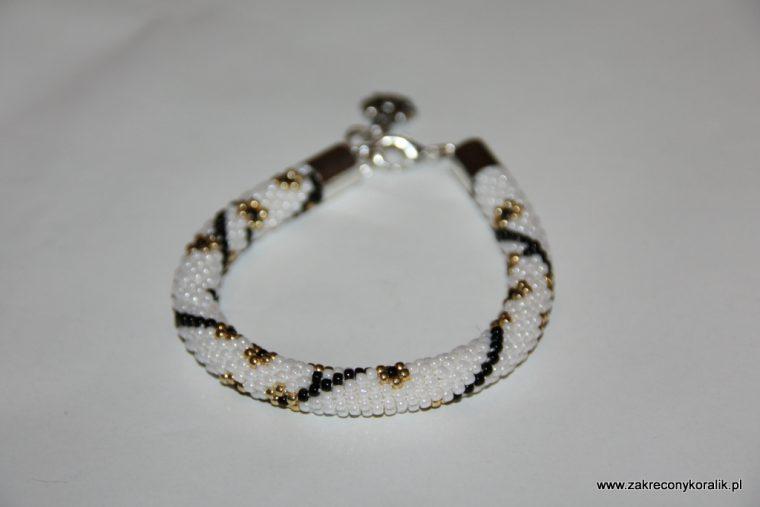 Wiosenna elegancja - bransoletka koralikowa z zawieszka 10