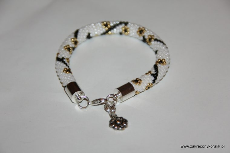 Karnawałowa elegancja - bransoletka koralikowa z zawieszką 9