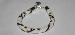 Wieczorowa elegancja – bransoletka koralikowa z zawieszką